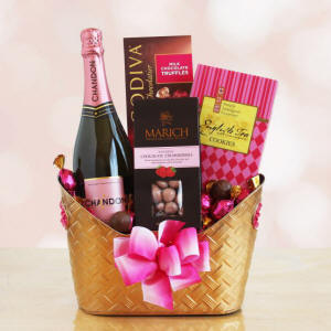 Romance & Rose Gift Basket Chandon